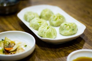 Mandu, or Korean dumplings, also with green tea.